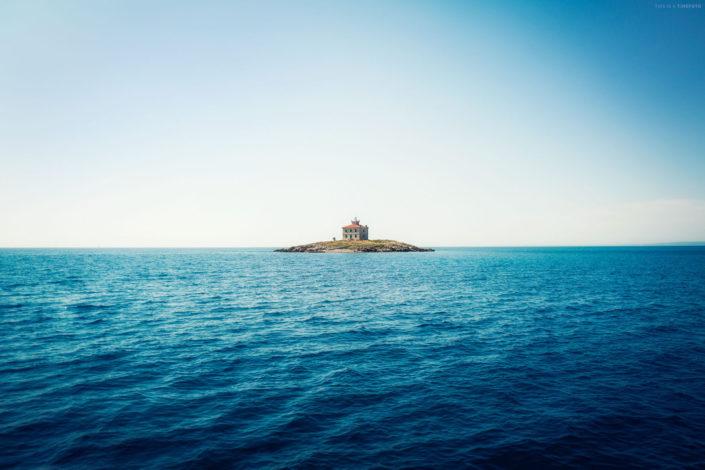 lighthouse Pernat Cres