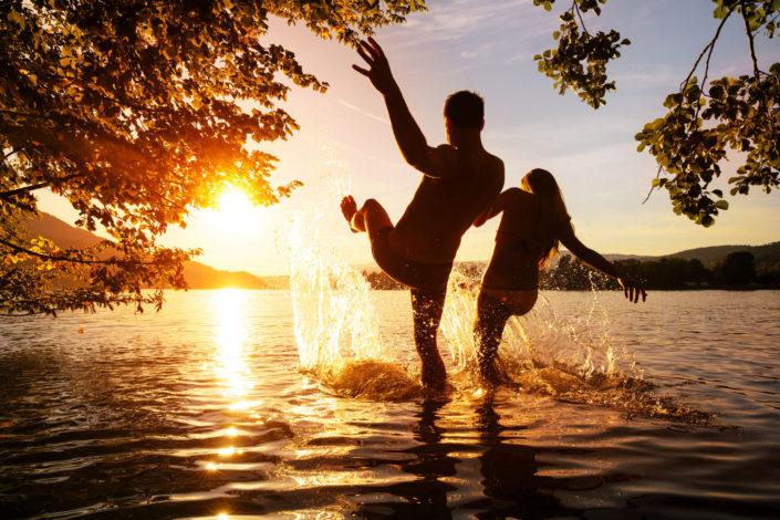 Sonnenuntergangsschwimmen