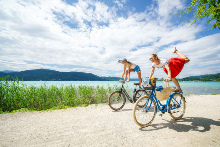 Girls mit Bike am Woerthersee 2018-07-17