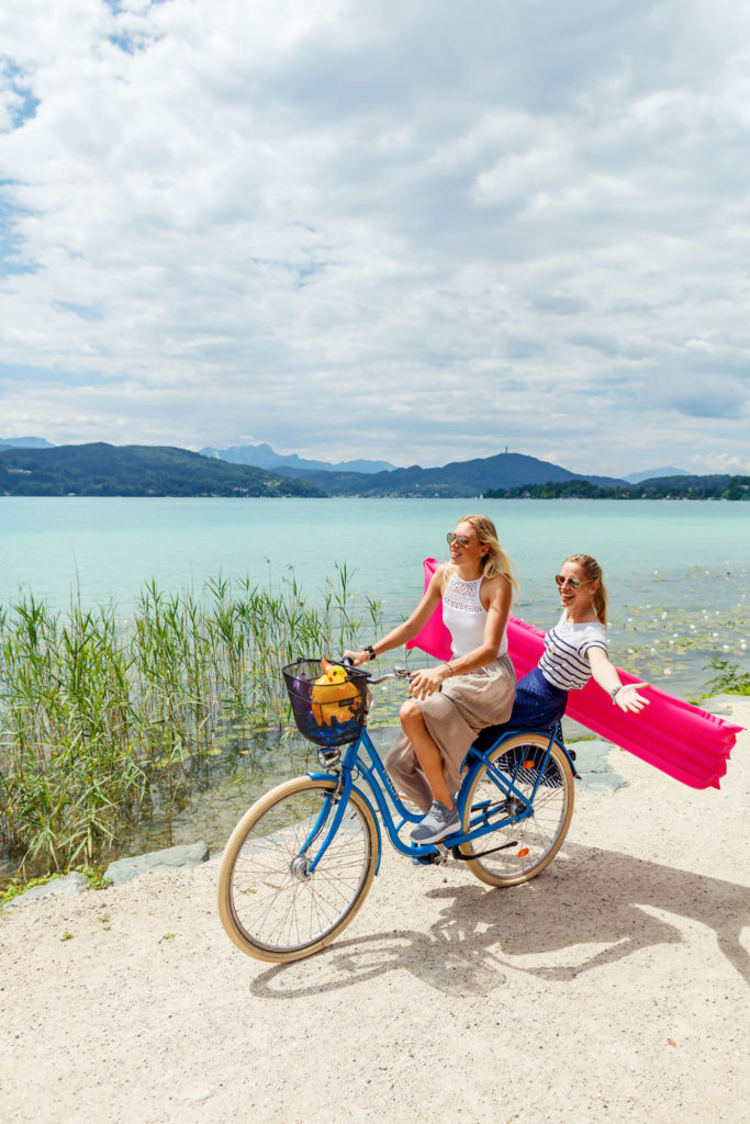 Girls mit Bike am Woerthersee 2018-07-17